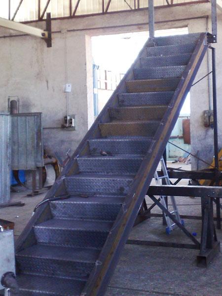 Scala in ferro per soppalco oo14 pineglen for Costruire una scala in legno per soppalco